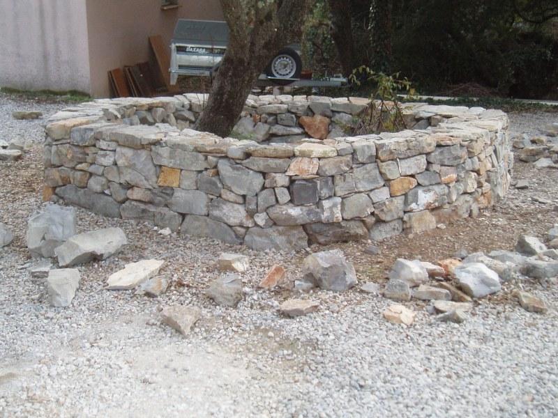 mur et tour d 39 arbre viols en laval pierre. Black Bedroom Furniture Sets. Home Design Ideas
